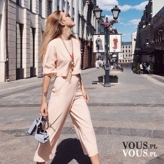 Stylowy zestaw- Spodnie z wysokim stanem i krótka bluzka z dłuższym rękawem w kolorze pudrowego  ...