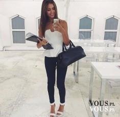 Efektowna biała bluzeczka z baskinką i czarne dopasowane spodnie. Czarno-biała stylizacja