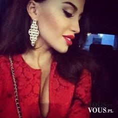 Elegancka czerwień. Wieczorowy look. Piękne czerwone usta. Kobiecy makijaż na specjalne okazje.