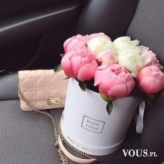 Piękny różowo-biały bukiecik. Pachnące piwonie.