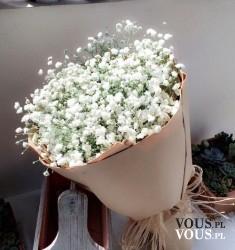 Cudowny bukiet z białych kwiatów. Doskonała, pachnąca dekoracja domu.