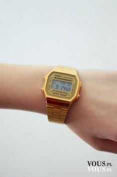 złoty zegarek z cyfrową tarczą, elektroniczny zegarek na rękę dla kobiet