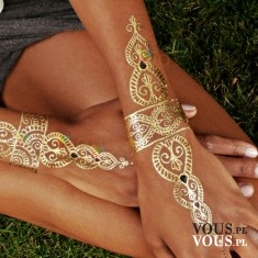 złote rysunki na rękach, tatuaże na dłoniach , jak zrobić taki wzór