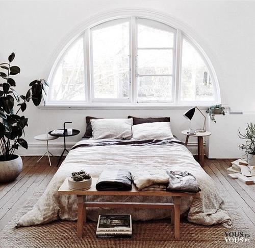 Piękna Sypialnia Stylowe Białe łóżko Duże Okno W Sypialni