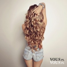 Piękne długie blond fale. Jak uzyskać taki efekt? Na czym kręcicie włosy?