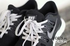 Sportowe buty. Buty nike. Czarne buty do biegania nike.