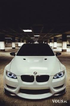 ekskluzywny biały samochód