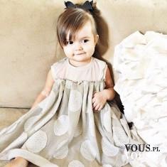 śliczna mała dziewczynka, sukienka w grochy dla dziewczynki