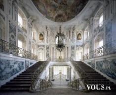 Ogromne schody w królewskim pałacu