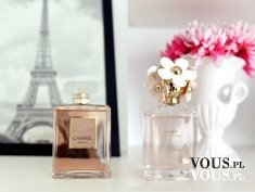 Perfumy Chanel, wieża Eiffla, kwiaty