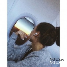 Lot samolotem. Podróżowanie- w drodze na wakacje.