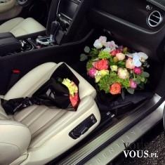 kwiaty w samochodzie, kwiaty na prezent
