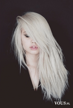 wycieniowane blond włosy