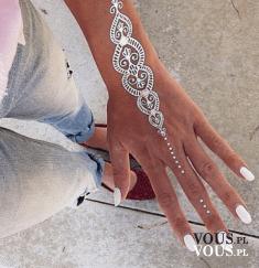 srebrny tatuaż, tatuaże na dłoni, biotatuaż