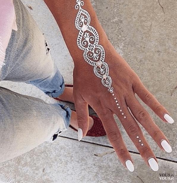 Srebrny Tatuaż Tatuaże Na Dłoni Biotatuaż Vouspl