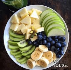 zielono żółto granatowe owoce