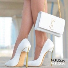 białe buty, buty ze złotymi obcasami, biała torebka