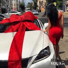biały samochód, sportowy biały samochód, auto na prezent