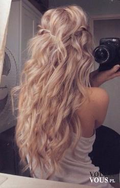 długie blond włosy, naturalne fale, jak zyskać efekt naturalnych fal