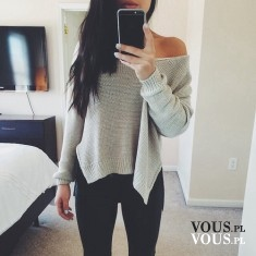 Szary, luźny sweter odkrywający ramiona. Sweter oversize.