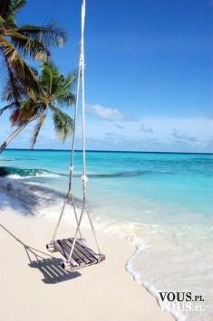 huśtawka w oryginalnym miejscu, plaża na wyspie