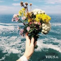 bukiet z polnych kwiatów, morze, wakacje nad morzem