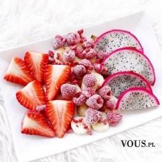 sałatka owocowa, truskawki, figi, maliny