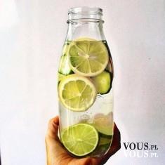 oczyszczająca woda z limonką i cytryną