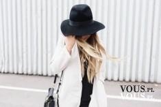 biały płaszczyk, z czym nosić biały płaszcz, czarny kapelusz, elegancki kapelusz, kapelusz z rondem