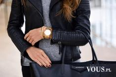 złoty zegarek i czarna kurtka