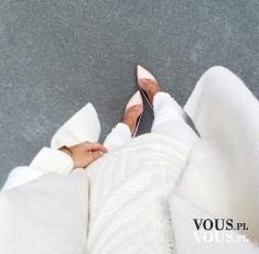 biały strój, białe szpilki, białe spodnie, biały sweter, jesienna stylizacja