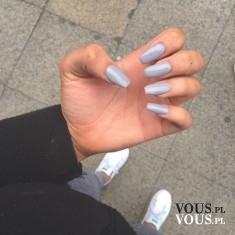 szary manicure, sposoby na mocne paznokcie
