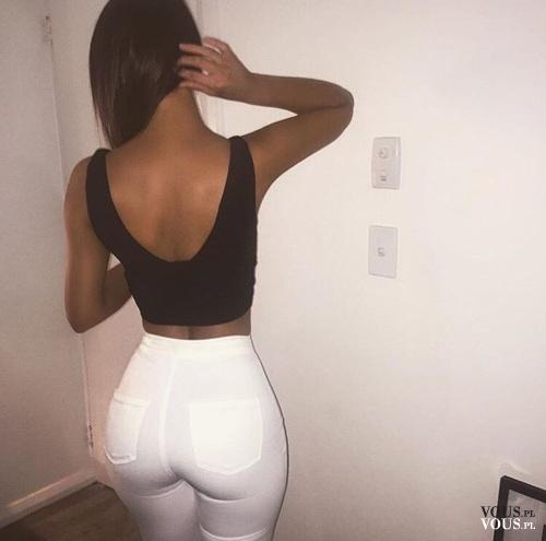 zgrabna pupa, spodnie podkreślające tyłek