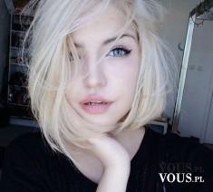 delikatny makijaż, włosy krótko ścięte, blondynka