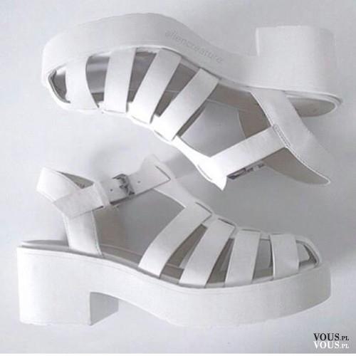 białe sandały