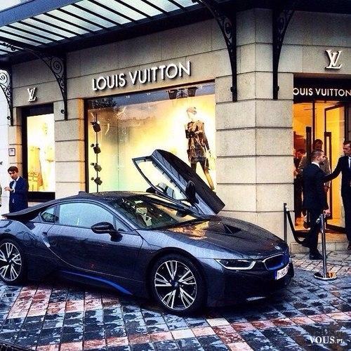 czarny luksusowy samchód