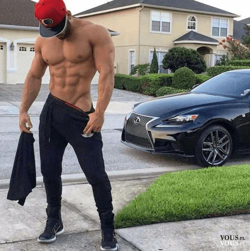 przystojny mężczyzna, kaloryfer, sportowy samochód