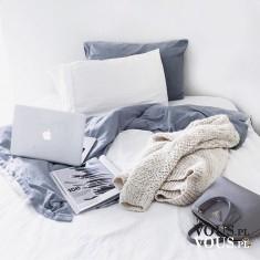 praca w łóżku