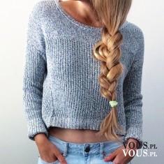 piękny blond warkocz, szary sweterek