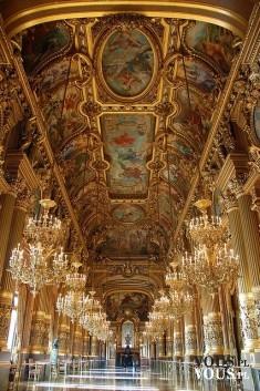 ogromna zabytkowa świątynia, pałac
