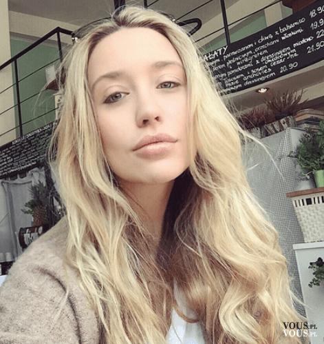 Długie Blond Włosy Pofalowane Długie Włosy Naturalne Fale