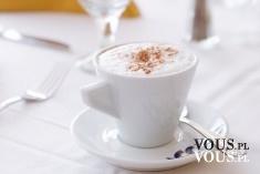białą filiżanka kawy