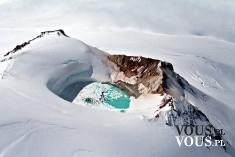 Niezwykłe widoki. Zimowa aura. Śnieg w górach.