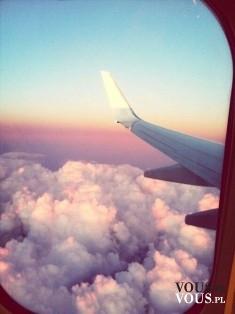 Widok z samolotu. Podróżowanie. Lot samolotem. Często podróżujecie?