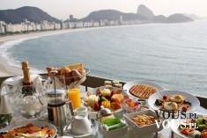 Obiad nad brzegiem morza. Egzotyczne pyszności. Lekkostrawne jedzenie. Obiad na upalne dni.