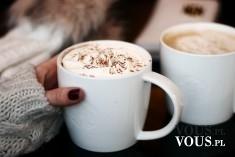 Kawa z dodatkami, kawa z pianką, kawa z czekoladową posypką.