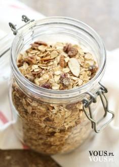 Płatki owsiane z bakaliami – idealne na pierwsze śniadanie! zdrowe i pożywne śniadanie
