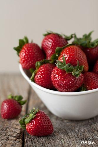 Soczyste i chrupiące truskawki, pyszne sezonowe owoce