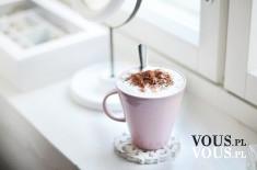 Duża kawa posypką, kubek kawy, domowe sposoby na dobrą kawę