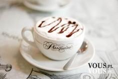 Filiżanka kawy, kawa z pianką, kawa z polewą czekoladową, słodka kawa